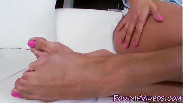 Feet cum, Licking feet
